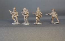 28mm Japanese infantry advancing with submachine guns KMWW2JI 01 (8 figures)