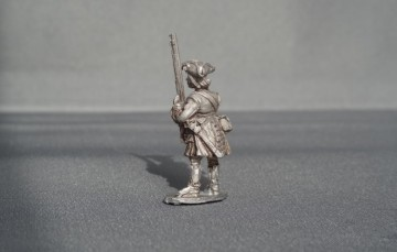 WSS Danish musketeer stood presenting WSSDM02