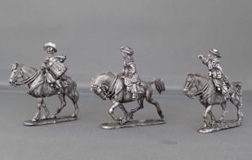 Dragoon Regiment in floppy hats trotting WOTLOADR02
